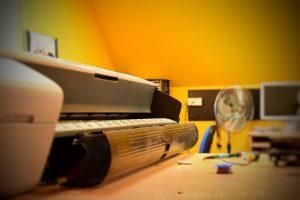 Serwis ploterów naprawa i konserwacja. © Zdjęcie za zgodą Akte.com.pl i autora @PhotoSchroedingerCat https://akte.com.pl/serwis-ploterow/